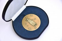 Honorary medal of Ljubljana's partner university KU Leuven, awarded to the Rector of the University of Ljubljana, Prof. Dr Ivan Svetlik
