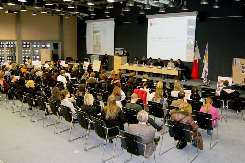 The Faculty of Social Sciences celebrated its 50th anniversary of research in social sciences with a research day and an exhibition of research achievements Photo: Urban Resnik