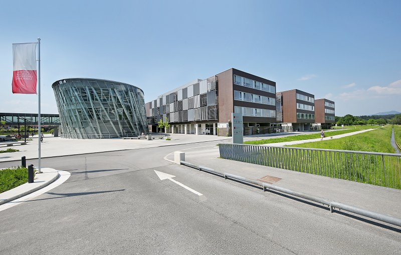The Faculty's new premises include 154 research laboratories Photo: Andrej Križ