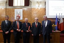 From left to the right: Prof. Dr. Marko Munih from the Faculty of Electrical Engineering of the University of Ljubljana, Dean of the Faculty of Electrical Engineering of the University of Ljubljana Prof. Dr. Igor Papič, Academician Alojz Kralj, Rector of the University of Ljubljana Prof. Dr. Ivan Svetlik and the President of the Slovenian Academy of Sciences and Arts Academician Tadej Bajd.
